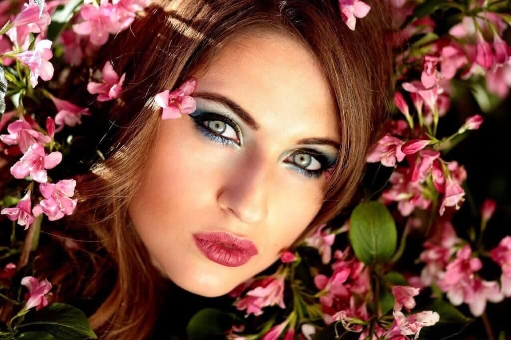 Makijaż rozświetlający – jak osiągnąć subtelny efekt?